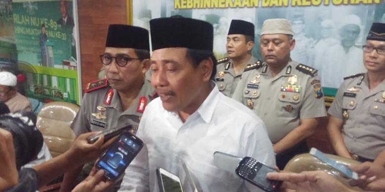 Ketua PWNU Jatim, Hasan Mutawakkil Alallah (putih)