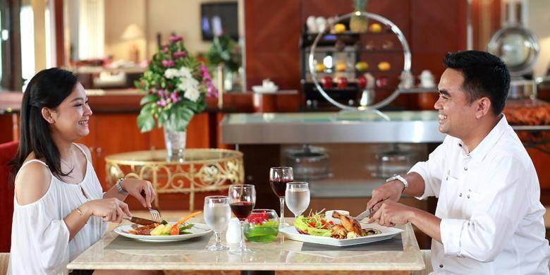 Makan malam bersama pasangan