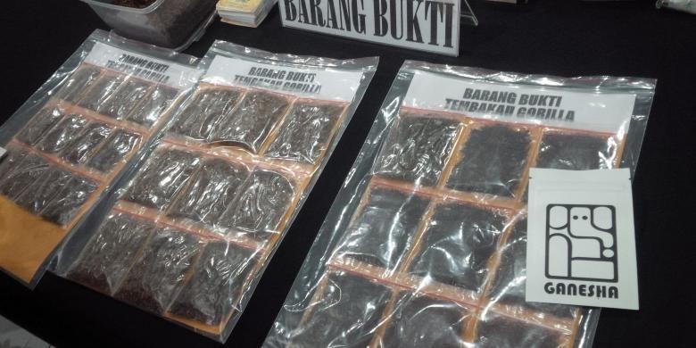 Sepanjang bulan Februari 2017 Satuan Reserse Narkoba ?Polrestabes Bandung berhasil mengungkap peredaran narkoba jenis tembakau gorila dan tembakau hanoman di Kota Bandung yang diperjualbelikan lewat media sosial.  ??KOMPAS.COM/PUTRA PRIMA PERDANA.