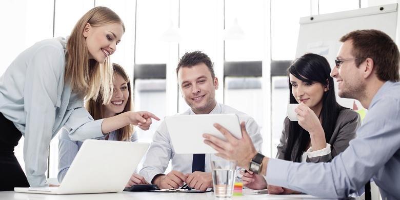 Interaksi karyawan di kantor