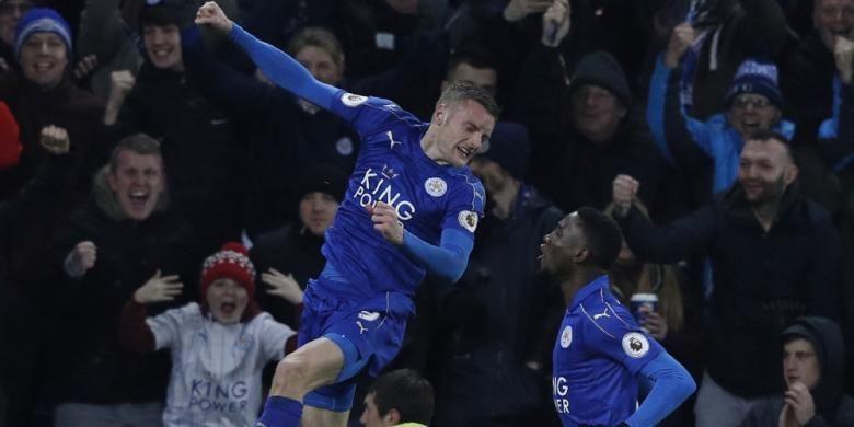 Penyerang Leicester City, Jamie Vardy, merayakan golnya dalam pertandingan Premier League melawan Liverpool, 27 Februari 2017.