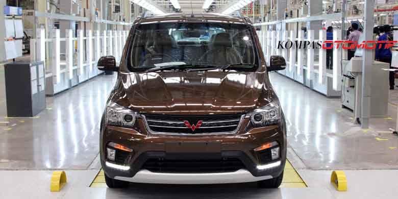 Wuling Confero S, model pertama SGMW Motor Indonesia yang diproduksi di dalam negeri.