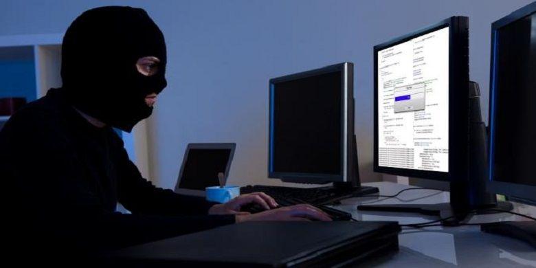 Seorang Hacker sedang membajak salah satu situs. (123RF/ Andriy Popov)