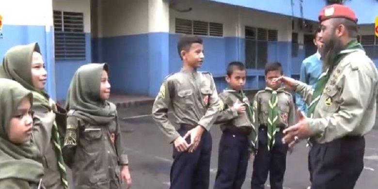 Setiap Rabu sore, anak-anak Panti Asuhan Muhammadiyah Tanah Abang melakukan aktivitas Hizbul Wathan. Mereka berlatih kegiatan-kegiatan kepanduan, diselingin melakukan permainan-permainan tradisional seperti gobak sodor atau benteng-bentengan di mana ada kompetisi antar kelompok.