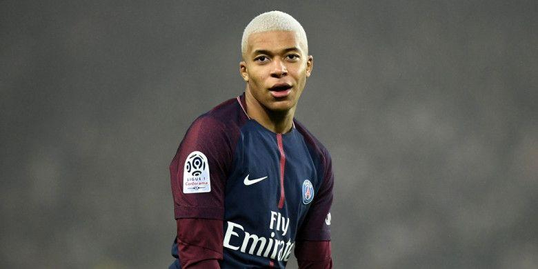 Reaksi striker Paris Saint-Germain, Kylian Mbappe, dalam laga Liga Prancis kontra Caen di Stadion Parc des Princes, Paris, pada 20 Desember 2017.