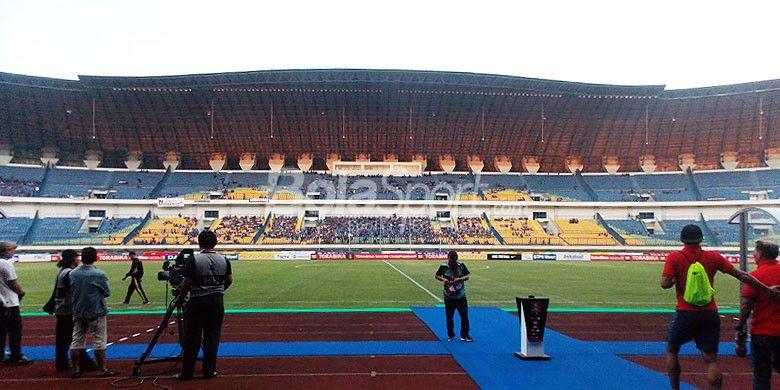 Stadion Gelora Bandung Lautan Api, Kabupaten Bandung.
