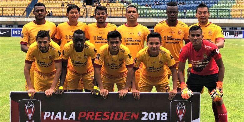 www.instagram.com/sriwijayapedia Skuad Sriwijaya FC saat sesi foto sebelum laga melawan PSMS Medan di Stadion Gelora Bandung Lautan Api, Bandung, Jumat (26/1/2017)