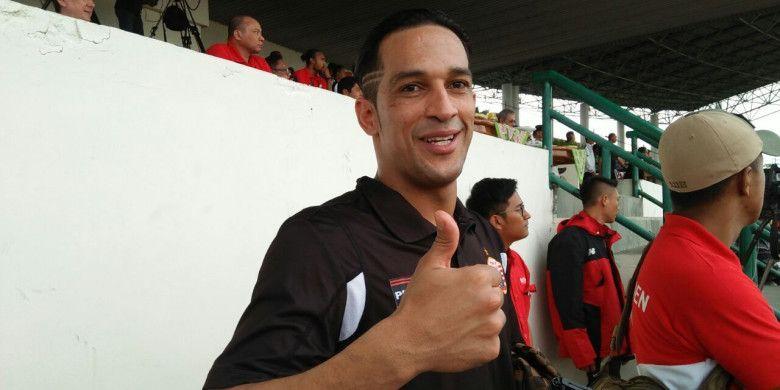 Addison Alves saat menyaksikan leg kedua semifinal Piala Presiden 2018 antara Persija Jakarta vs PSMS Medan di Stadion Manahan Solo, Senin (12/2/2018).