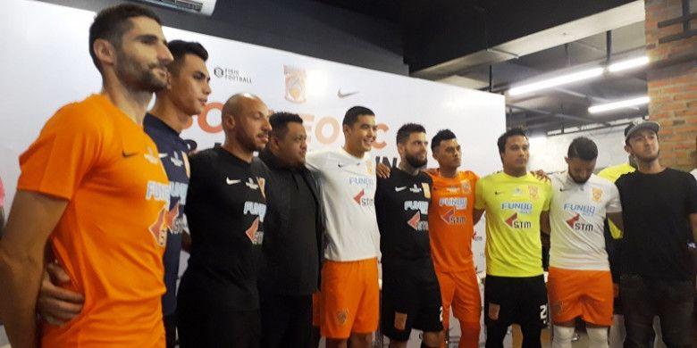 Peluncuruan seragam baru Borneo FC di Fisik Football, Jakarta, Senin (12/2/2018).