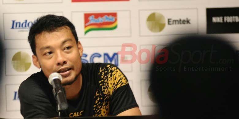 Bek Sriwijaya FC Hamka Hamzah memberikan keterangan pers setelah kalah 0-1 dari Bali United di Stadion I Wayan Dipta, Rabu (14/2/2018).