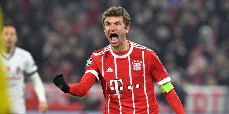 Pemain Bayern Muenchen, Thomas Mueller, merayakan gol yang dia cetak ke gawang Besiktas dalam laga leg pertama babak 16 besar Liga Champions di Stadion Allianz Arena, Muenchen, Jerman, pada 20 Februari 2018.