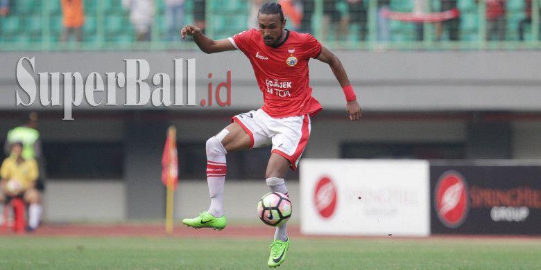 Pemain Persija Jakarta, Rohit Chand, dalam laga pekan 20 Liga 1 melawan PSM Makassar pada Selasa (15/8/2017) di Stadion Patriot Chandrabhaga, Bekasi.