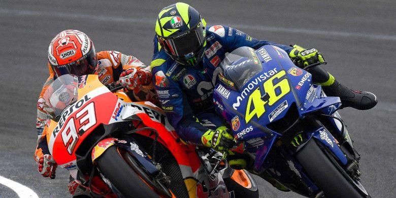Valentino Rossi (#46) bersenggolan dengan Marc Marquez (#93) di putaran ke-20 MotoGP Argentina 2018.