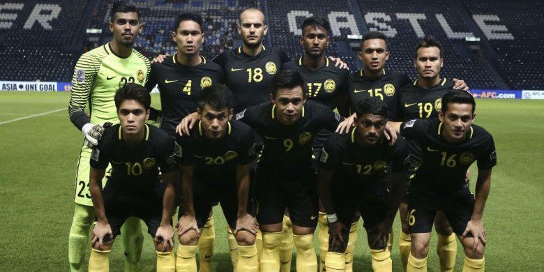 Timnas Malaysia berfoto menjelang laga kontra Korea Utara di Kualifikasi Piala Asia 2019 di Stadion Buriram, Jumat (10/11/2017).