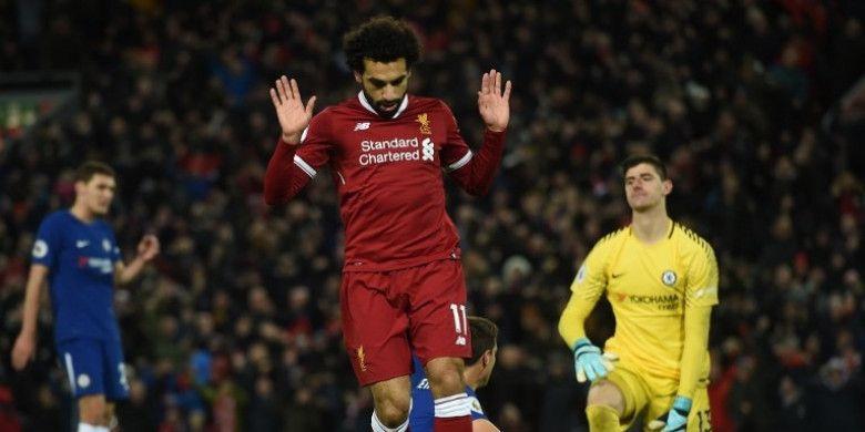 Aksi pemain Liverpool, Mohamed Salah, setelah mencetak gol ke gawang Chelsea dalam laga lanjutan Liga Inggris di Stadion Anfield, Minggu (26/11/2017) dini hari WIB.