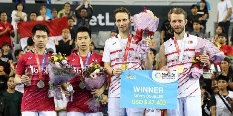 Pasangan ganda putra Indonesia, Marcus Fernaldi Gideon/Kevin Sanjaya Sukamuljo, berada di podium kedua setelah dikalahkan Mathias Boe/Carsten Mogensen (Denmark) pada final Korea Terbuka yang berlangsung di SK Handball Stadium, Minggu (17/9/2017).