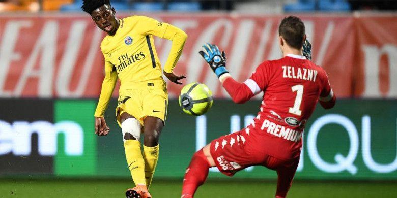 Timothy Weah melakoni debut bersama PSG pada pertandingan Liga Prancis di kandang Troyes, Sabtu (3/3/2018).
