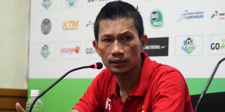 Kapten Persija Jakarta, Ismed Sofyan, melancarkan kritikan terhadap wasit seusai timnya dikalahkan Persela Lamongan, di Stadion Surajaya, Minggu (20/5/2018).