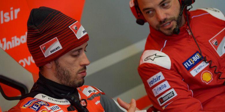 Pebalap tim Ducati, Andrea Dovizioso, saat bersiap jelang sesi kualifikasi MotoGP Prancis, Sabtu (19/5/2018).