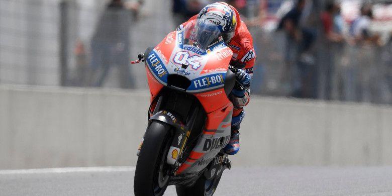 Momen saat Andrea Doviziosi (Ducati) tampil pada sesi latihan bebas MotoGP Italia 2018 yang digelar di Sirkuit Mugello, Italia pada Jumat (1/6/2018).