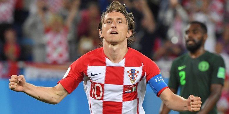 Gelandang timnas Kroasia, Luka Modric, melakukan selebrasi setelah mencetak gol dari titik penalti ke gawang Nigeria pada laga penyisihan Grup D Piala Dunia 2018 di Kaliningrad Stadium, Sabtu (16/6/2018) waktu setempat atau Minggu dini hari WIB.