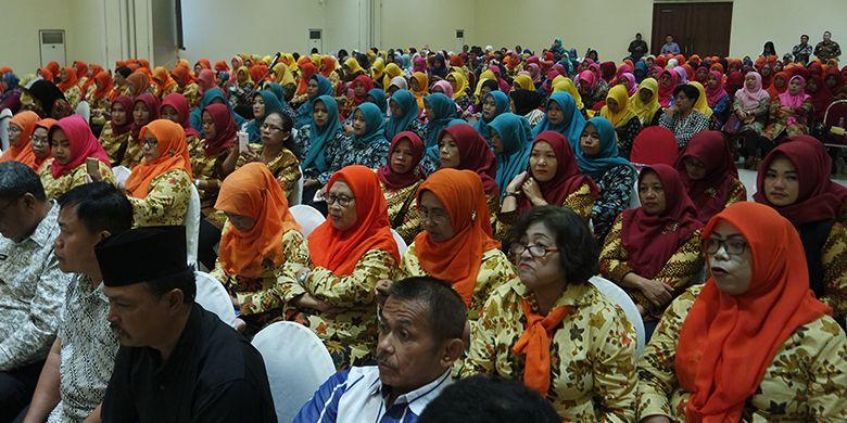 Ratusan peserta dialog yang merupakan petugas KB,  pengurus kampung KB, dan masyarakat di lingkungan kota Tangerang.
