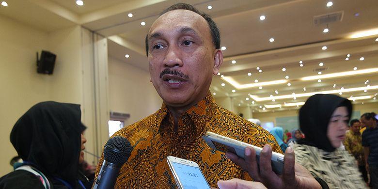 Pelaksana Tugas (Plt) Ketua BKKBN, Sigit Priohutomo saat menemui wartawan usai sesi dialog.