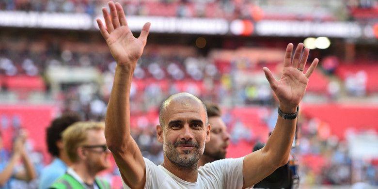 Pelatih Manchester City, Pep Guardiola, merayakan kemenangan timnya atas Chelsea dalam laga Community Shield di Stadion Wembley, London, Inggris pada 5 Agustus 2018.