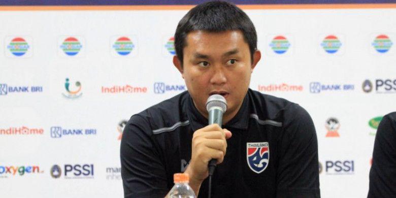 Pelatih timnas U-16 Thailand, Thongchai Rungreangleas.
