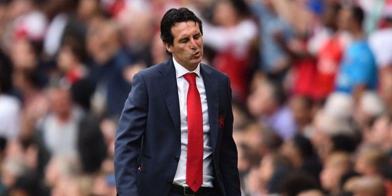 Ekspresi kekecewaan pelatih Arsenal, Unai Emery, setelah kalah dari Manchester City dalam partai Liga Inggris di Emirates Stadium, Minggu (12/8/2018)