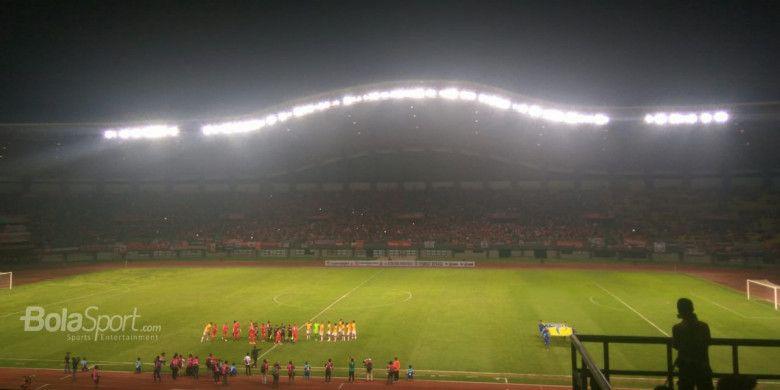 Suasana jelang laga uji coba antara Persija Jakarta kontra Selangor FA di Stadion Patriot Chandrabhaga, Bekasi, Kamis (6/9/2018).