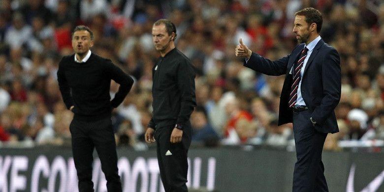 Ekspresi pelatih Inggris, Gareth Southgate (kanan), dan pelatih Spanyol, Luis Enrique (kiri), dalam laga UEFA Nations League di Stadion Wembley, London, Inggris pada 8 September 2018.
