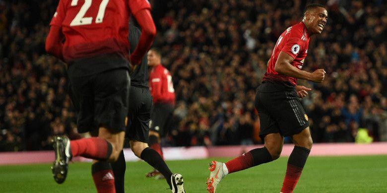 Selebrasi pemain Manchester United, Anthony Martial, usai mencetak gol ke gawang Newcastle United pada pertandingan pekan ke-8 Liga Inggris di Stadion Old Trafford, Sabtu (6/10/2018) waktu setempat.