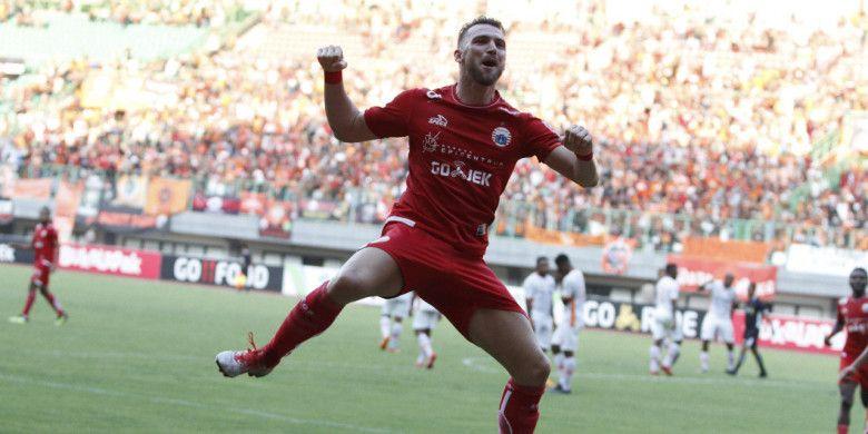 Selebrasi penyerang Persija Jakarta, Marko Simic setelah mencetak gol ke gawang Perseru Serui di Stadion Patriot Chandrabhaga, Bekasi, Senin (8/10/2018).