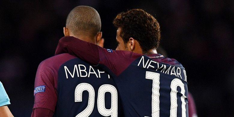 Striker Paris Saint-Germain, Kylian Mbappe dan Neymar, berbicara dalam laga Grup B Liga Champions kontra Celtic di Stadion Parc des Princes, Paris, Prancis, pada 22 November 2017.