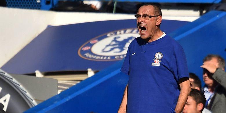 Ekspresi pelatih Chelsea, Maurizio Sarri, dalam laga Liga Inggris melawan Manchester United di Stadion Stamford Bridge, London, Inggris pada 20 Oktober 2018.