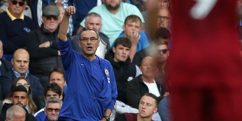 Ekspresi pelatih Chelsea, Maurizio Sarri, dalam laga Liga Inggris kontra Liverpool FC di Stadion Stamford Bridge, London, Inggris pada 29 September 2018.