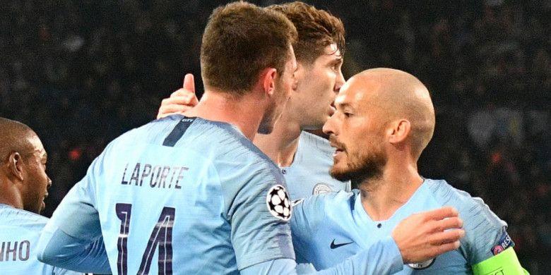 Selebrasi para pemain Manchester City saat merayakan gol yang dicetak Aymeric Laporte (kiri) ke gawang Shakhtar Donetsk dalam laga Grup F Liga Champions 2018-2019 di Stadion OSK Metallist, Kharkiv, pada Selasa (23/10/2018).