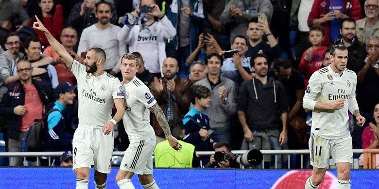 Penyerang Real Madrid, Karim Benzema (kiri), merayakan gol yang dicetak ke gawang Viktoria Plzen dalam laga Grup G Liga Champions di Stadion Santiago Bernabeu, Madrid, Spanyol pada 23 Oktober 2018.