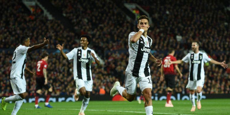 Penyerang Juventus, Paulo Dybala, melakukan selebrasi seusai menjebol gawang Manchester United dalam partai Liga Champions di Old Trafford, Selasa (23/10/2018)