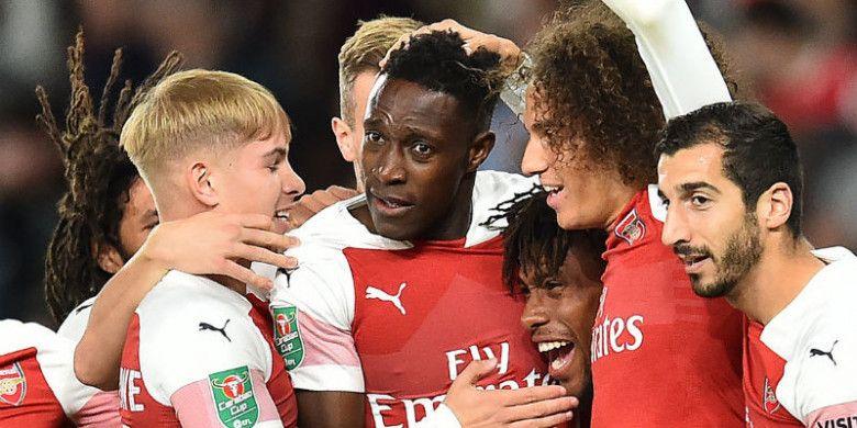 Pemain Arsenal merayakan gol Danny Welbeck ke gawang Brentford pada pertandingan babak ketiga Piala Liga Inggris di Stadion Emirates, Kamis (27/9/2018) dini hari WIB.