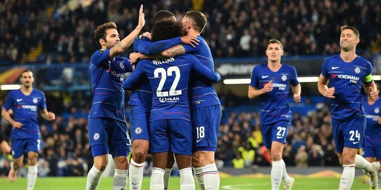 Para pemain Chelsea merayakan gol yang dicetak oleh Ruben Loftus-Cheek dalam laga Grup L Liga Europa melawan BATE Borisov di Stadion Stamford Bridge, London, Inggris pada 25 Oktober 2018.