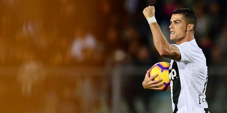 Selebrasi penyerang Juventus, Cristiano Ronaldo, setelah berhasil mencetak gol ke gawang Empoli melalui eksekusi penalti dalam pertandingan Liga Italia 2018-2019 di Stadio Carlo Castellani, Empoli, Italia, pada Sabtu (27/10/2018).