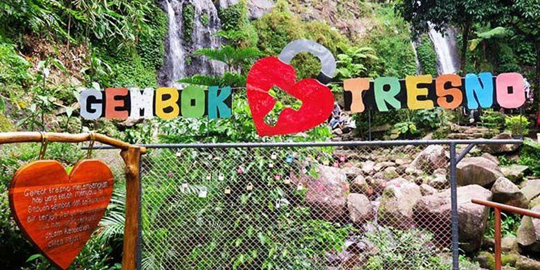 Gembok Tresno atau Gembok Cinta bagi Pasangan yang Ingin Mengikrarkan Kesetiaan Mereka