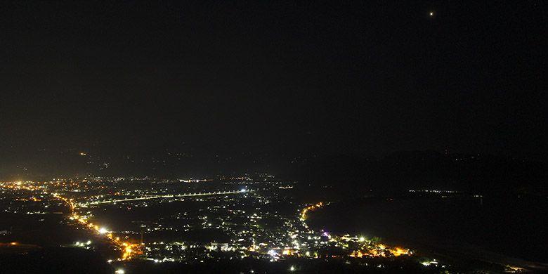 Gemerlap Lampu Kota Pacitan Dilihat dari Sentono Gentong