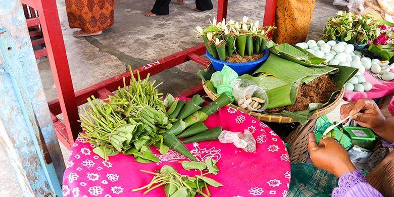 Di Bangsal Pradonggo, masih ada pedagang sirih atau suruh untuk meginang.