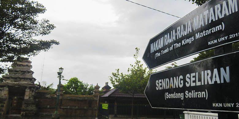 Plang arah menuju Kompleks Makam Raja Mataram, Kotagede