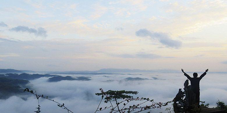 Samudera kabut yang bisa dijumpai di Watu Payung, Panggang saat pagi hari.