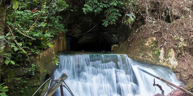 Sumber air Ekowisata Sungai Mudal, Kulon Progo yang langsung berasal dari perbukitan.