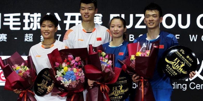 Zheng Siwei/Huang Yaqiong (China) memenangi Fuzhou China Open 2018 pada Minggu (11/11/2018) setelah menang atas sang kompatriot Wang Yilyu/Huang Dongping di Haixia Olympic Sports Center, Fuzhou.